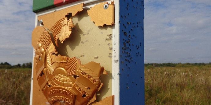 ГПК сообщает о поврежденном погранзнаке: его обстреляли дробью со стороны Украины