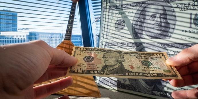 Почему доллар так сильно упал в Беларуси
