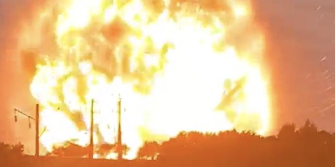 В казахском городе Тараз прогремел взрыв. Горит склад с боеприпасами(видео)