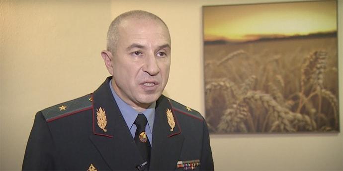 Глава МВД Караев: «Идет война. До каждого районного милиционера доношу, что его жизнь и счастье его семьи зависит от того, насколько быстро ты выхватишь оружие» - Люди Onliner