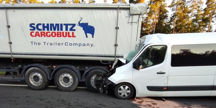 В Польше микроавтобус с белорусами врезался в грузовик: пострадали шесть человек