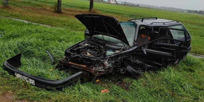 Снова встречка: Volkswagen Passat восстановлению не подлежит, его пассажирка госпитализирована