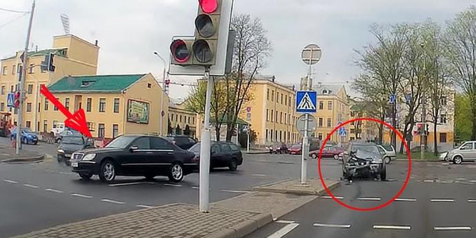 Что будет, если совершить серьезное ДТП и уехать прятаться? ГАИ вынесла решение в отношении водителя Mercedes S-Class (видео)