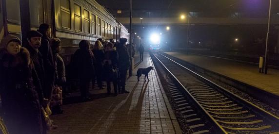 «На дорогу трачу по пять часов в день, а что делать: зарплата хорошая». Как жители небольших городов едут работать в Минск