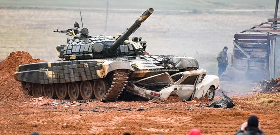Фоторепортаж: белорусам показали, что такое танковый биатлон