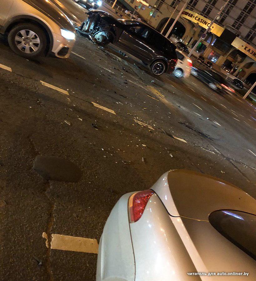 Столкнулись Porsche Cayenne и BMW 6-Series. Вопрос в том, кто виноват