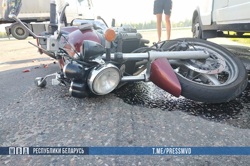Грузовик при повороте выехал на встречную, с ним столкнулся мотоцикл — мотоциклист погиб