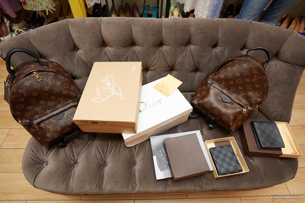 Многие бренды в Беларуси не представлены в принципе, поэтому купить в  минском торговом центре оригинальную сумку Chanel или Louis Vuitton  невозможно. 3e4f1f38527
