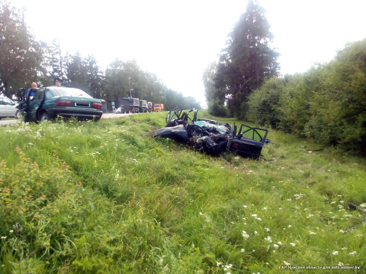 Лобовое столкновение вКопыльском районе: двое водителей в клинике, пассажир БМВ умер