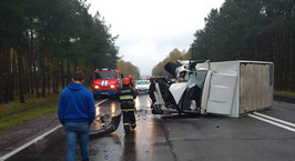 На М1 грузовик столкнулся с экскаватором
