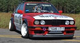 Владельцы «правильных» BMW устроили слет E30 Family