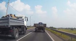 Водители Бобруйска засняли грузовик, летящий по встречке прямо в лоб легковушке