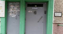 «Хотел сделать как лучше, а в итоге в глазах соседей стал мошенником» — минчанин собрался поменять входную дверь и домофон, но доверил заказ не тем людям