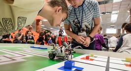«Обгоняем передовые страны». Репортаж с белорусского отбора на Всемирную олимпиаду роботов